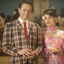 Vincent Kartheiser e Alison Brie nell'episodio A Little Kiss - Part 1 della quinta stagione di Mad Men