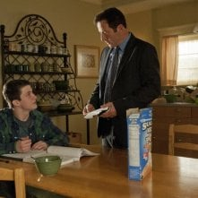Awake: Dylan Minnette e Jason Isaacs in una scena dell'episodio Kate is Enough
