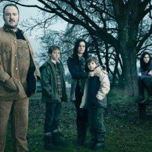 The Killing: Brent Sexton, Evan Bird, Jamie Anne Allman, Seth Isaac Johnson e Michelle Forbes in una immagine promozionale della stagione 2