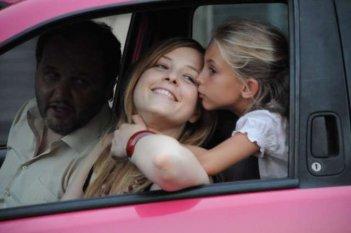 Amore liquido: Stefano Fregni, Sara Sartini e la piccola Martina Capannini in una scena del film