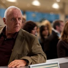 Anthony Hopkins in una scena del dramma 360 di Fernando Meirelles