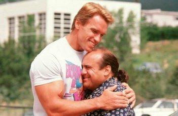 Arnold Schwarzenegger e Danny DeVito ne I Gemelli