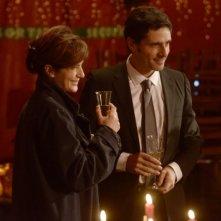 Ciliegine: Laura Morante sorseggia uno champagne insieme a Pascal Elbé in una scena del film