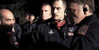 Diaz - Don't clean up this blood: Claudio Santamaria insieme ai colleghi poliziotti in una scena del film