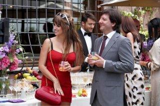 Penelope Cruz in una scena di To Rome with Love con Augusto Fornari