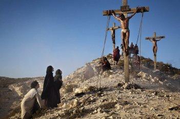 Una scena della passione di Cristo nella fiction Maria di Nazaret