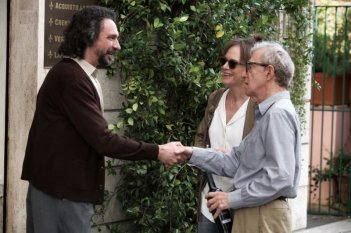 Woody Allen e Judy Davis in una scena di To Rome with Love insieme a Fabio Armiliato