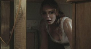 Jennifer Lawrence in una scena ad alta tensione dell'horror House at the End of the Street