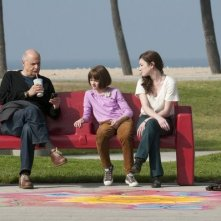 Bent: Amanda Peet, Jeffrey Tambor e Joey King in una sequenza dell'episodio HD