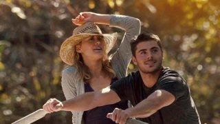 Ho cercato il tuo nome: Taylor Schilling insieme a Zac Efron in barca in mezzo alla natura in una scena del film