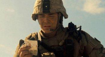 Ho cercato il tuo nome: Zac Efron in versione marine in una scena del film