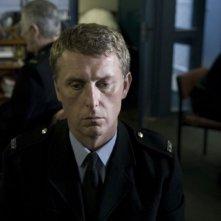 Hunger: Stuart Graham è pensieroso in una scena tratta dal film