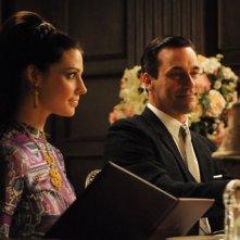 Jon Hamm e Jessica Paré nell'episodio Tea Leaves della quinta stagione di Mad Men