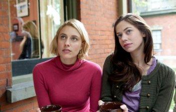 Greta Gerwig e Analeigh Tipton in una scena di Damsels in Distress