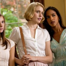 Greta Gerwig, Megalyn Echikunwoke, Carrie MacLemore in una scena di Damsels in Distress