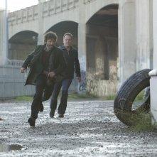 Kiefer Sutherland e Rob Benedict in una scena di La sicurezza dei numeri, terzo episodio di Touch