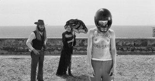 La leggenda di Kaspar Hauser: Claudia Gerini, Vincent Gallo e Silvia Calderoni in una scena del film