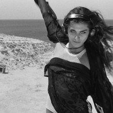La leggenda di Kaspar Hauser: Elisa Sednaoui in una scena del film