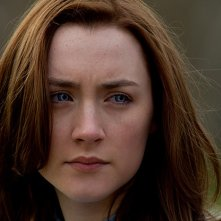 Saoirse Ronan in un intenso primo piano nel romance sci-fi The Host