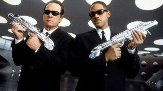 Tommy Lee Jones e Will Smith in un'immagine promozionale del film Men in Black