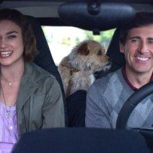 Keira Knightley, Steve Carell e un cane peloso in auto in Cercasi amore per la fine del mondo