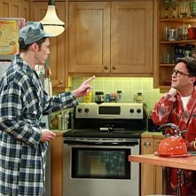 The Big Bang Theory: Jim Parsons e Johnny Galecki nell'episodio The Pulled Groin Extrapolation