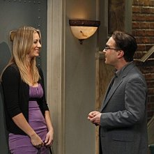 The Big Bang Theory: Johnny Galecki e Kaley Cuoco in una scena dell'episodio The Beta Test Initiation