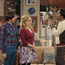 The Big Bang Theory: Kunal Nayyar, Melissa Rauch e Simon Helberg nell'episodio The Transporter Malfunction