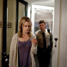 Ho cercato il tuo nome: Taylor Schilling con Jay R. Ferguson in una scena del film