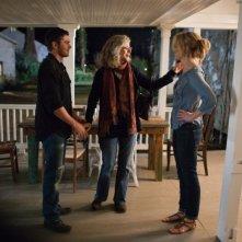 Ho cercato il tuo nome: Taylor Schilling insieme a Zac Efron e Blythe Danner in una scena del film