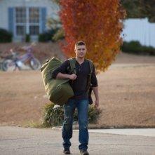 Ho cercato il tuo nome: Zac Efron al ritorno dalla missione in una scena del film