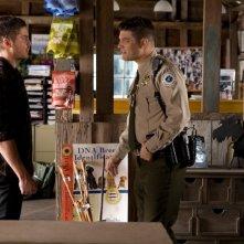 Ho cercato il tuo nome: Zac Efron e Jay R. Ferguson in una scena del film