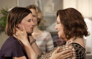 Una grande famiglia: Stefania Sandrelli e Valentina Cervi in una scena della fiction di Raiuno