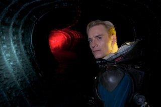 Prometheus: Michael Fassbender nei panni di David in una scena del film