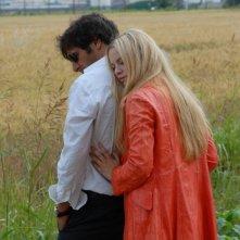 Sandrine nella pioggia: Sara Forestier e Adriano Giannini in una tenera scena del film