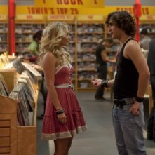 Julianne Hough e Diego Boneta flirtano in un negozio di dischi in Rock of Ages