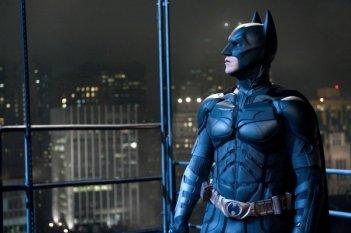 Profilo di Christian Bale nell'armatura di Batman in Il cavaliere oscuro - Il ritorno