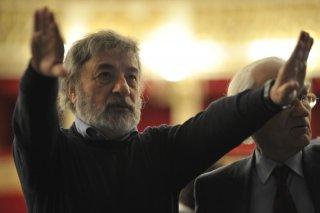 Gianni Amelio dirige le riprese sul set de Il primo uomo