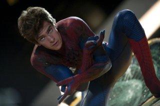 The Amazing Spider-Man: Andrew Garfield è l'Uomo Ragno senza maschera in una scena del film