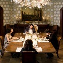 Workers - Pronti a tutto: Paolo Briguglia, Nicole Grimaudo e Nino Frassica in una scena del film