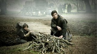 Game of Thrones: Maisie Williams e Joe Dempsie nell'episodio The Night Lands