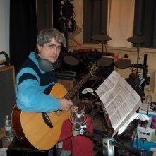Lelio Padovani impegnato in una registrazione in studio