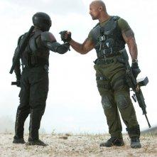 Dwayne Johnson stringe un patto di alleanza in una scena di G.I. Joe: La vendetta