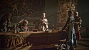 Game of Thrones: Peter Dinklage e Lena Headey in una scena dell'episodio The Night Lands