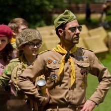 Moonrise Kingdom: Jason Schwartzman con Jared Gilman e Kara Hayward in una scena del film