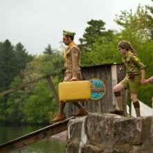Moonrise Kingdom: Jason Schwartzman insieme a Jared Gilman e Kara Hayward in una scena del film