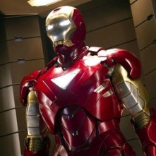 Robert Downey Jr. fasciato nella tuta robotica di Iron Man in una scena di The Avengers