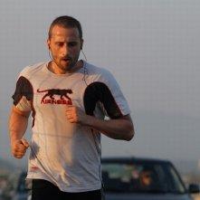 Rust and Bone: Matthias Schoenaerts fa jogging in una scena del film