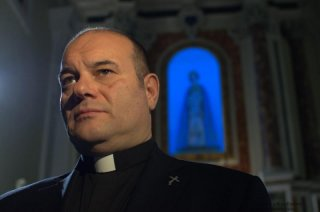 100 metri dal paradiso: Domenico Fortunato sotto lo sguardo divino in una scena del film