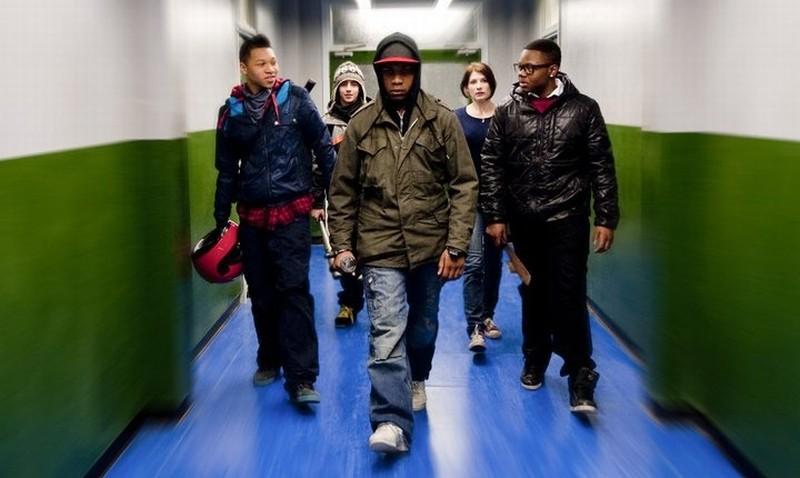 Alex Esmail John Boyega Jodie Whittaker E Leeon Jones In Una Scena Di Attack The Block Invasione Ali 238177